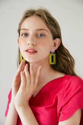 square pendant earring (yellow)
